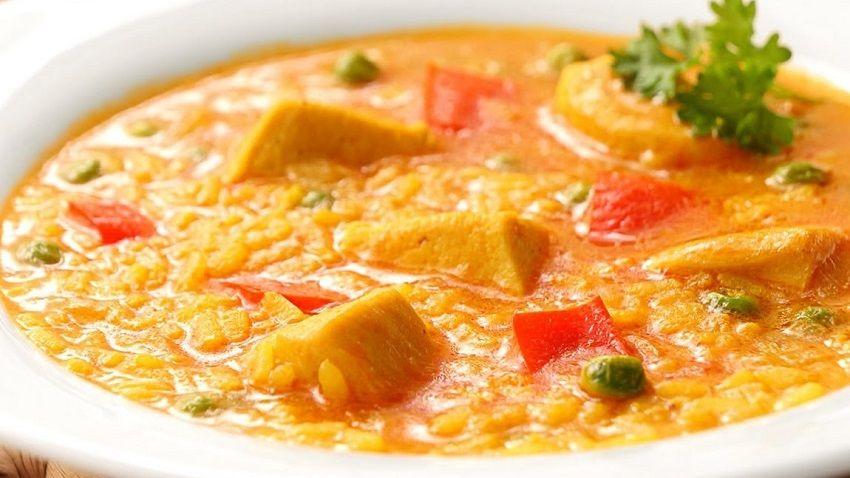 Receta de arroz con pollo caldoso español